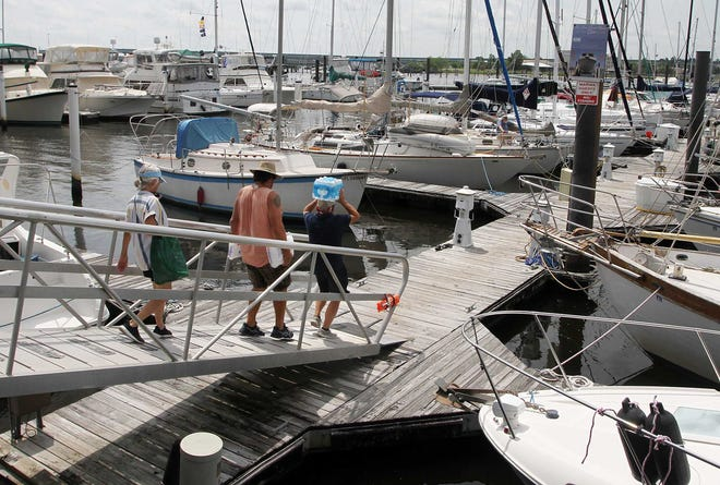 Boaters maintain watercraft at New Bern Grand Marina and Yacht Club. Seasonal temperatures and mild weather conditions are optimum for watercraft and pleasure boating. New Bern Grand Marina and Yacht Club is located at 101 Craven St. in the historic town of New Bern, NC.
