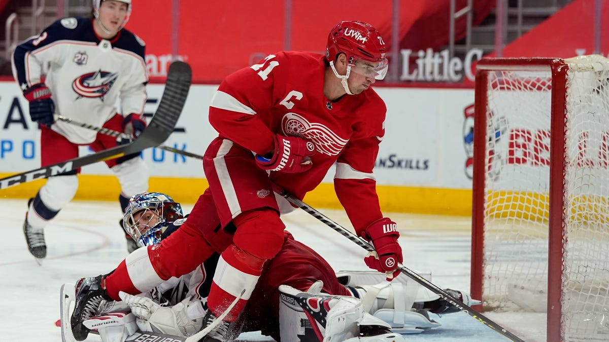 Red Wings' hard work pays off in 3-1 victory over Blue Jackets 1