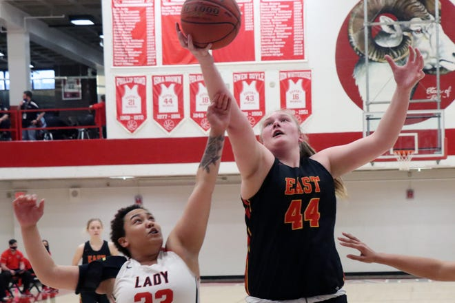 There was no stopping Bullitt East's Gracie Merkle on Friday night as she scored 14 points and pulled down 12 rebounds while defeating PRP in a 6th region semifinal game by a final score of 54-20. 3/26/21