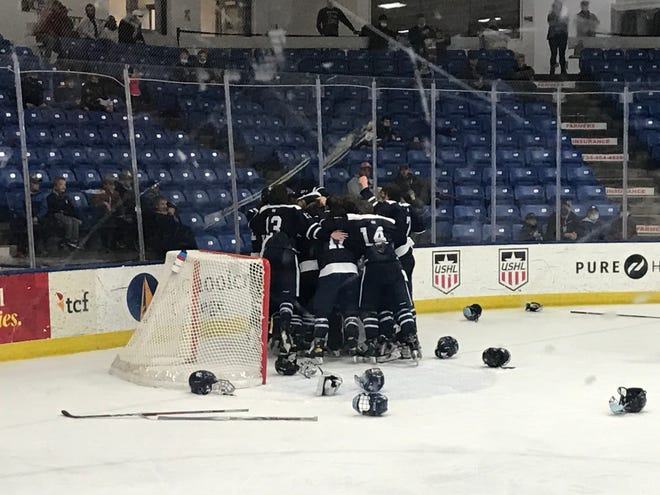 Cranbrook Kingswood hockey wins its first state title since 2015.