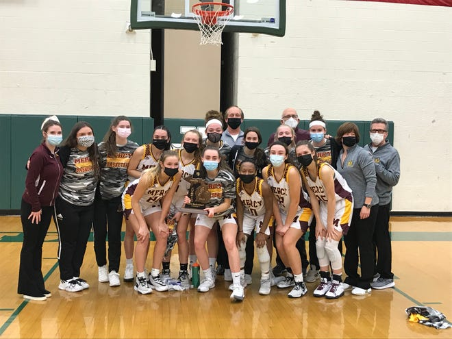 Mercy basketball wins its third-straight district title with a win against North Farmington.