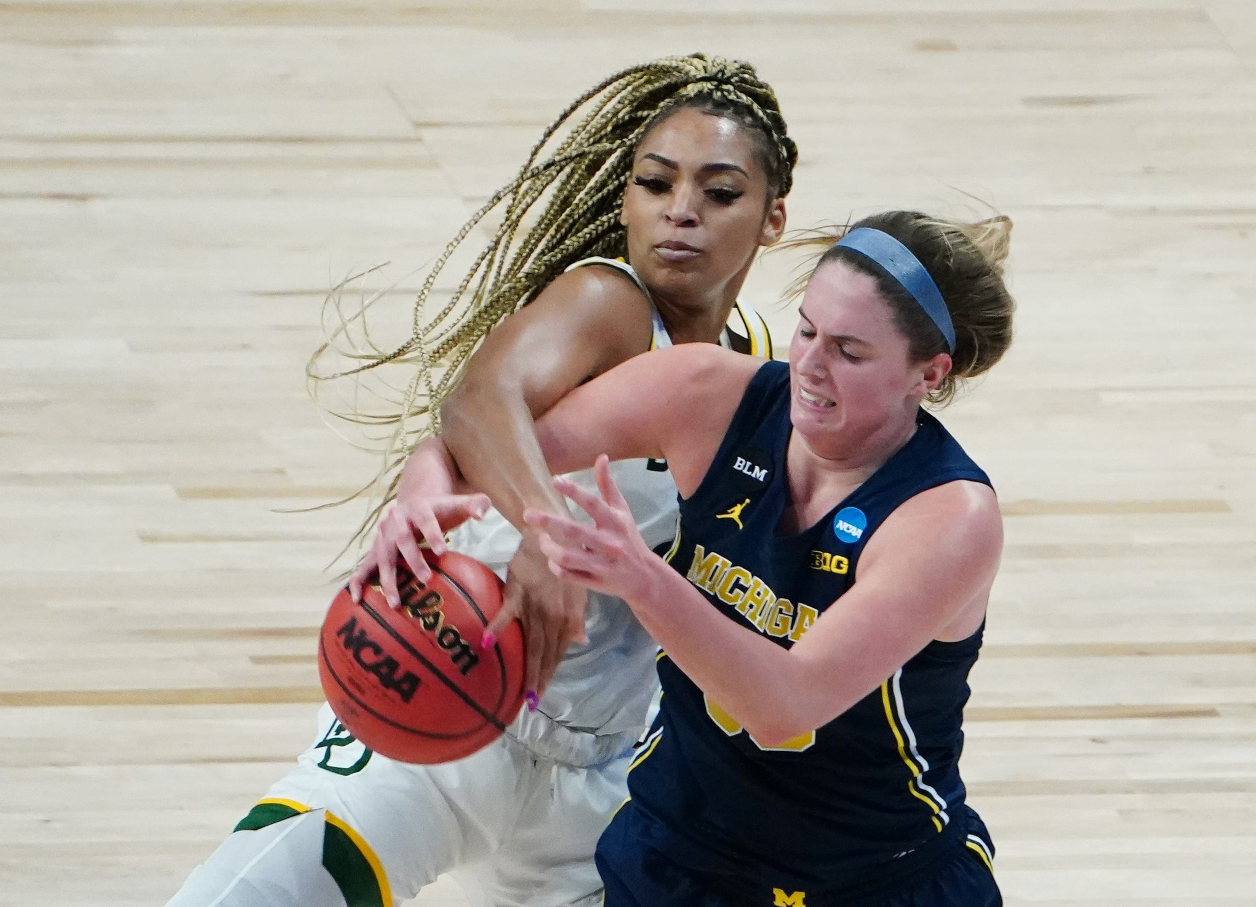 NCAA Tournament Sweet 16 scores:  What you missed in women s, men s tournaments on Saturday