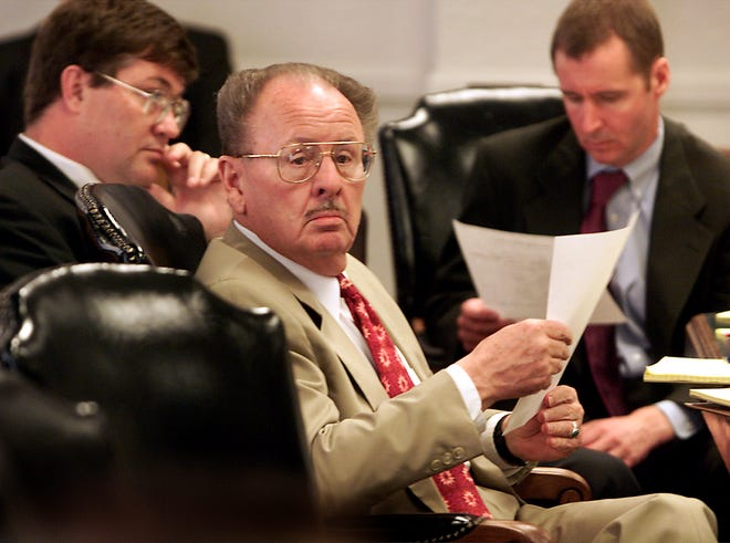 Lawyer Roy Minton, seen here in a 2007 file photo, handled legal matters, both civil and criminal, for political leaders that included Gov. Ann Richards and Lt. Gov. Bob Bullock.