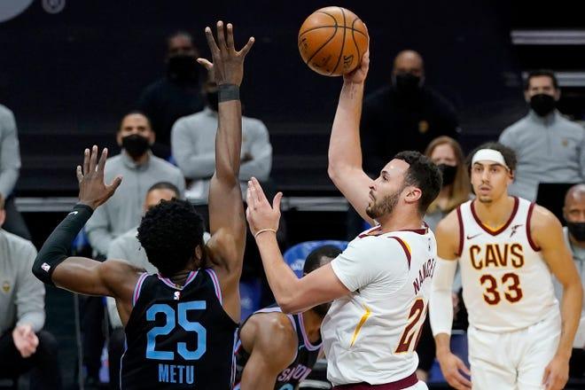 Cleveland Cavaliers forward Larry Nance Jr. shoots against Sacramento Kings forward Chimezie Metu (25) during the first half of an NBA basketball game in Sacramento, Calif., Saturday, March 27, 2021. [Jeff Chiu/Associated Press]