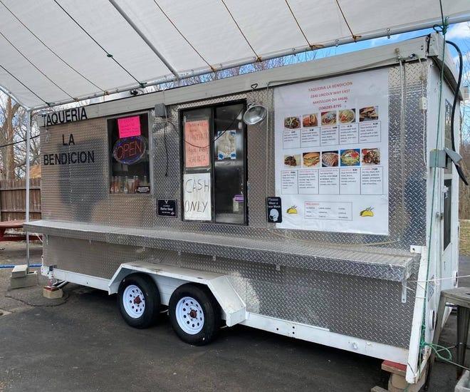 Takveria La Bendisian es un oasis de camiones de comida anclados en una pequeña plaza comercial en Lincoln Way E cerca de la calle 27 en Perry Township.