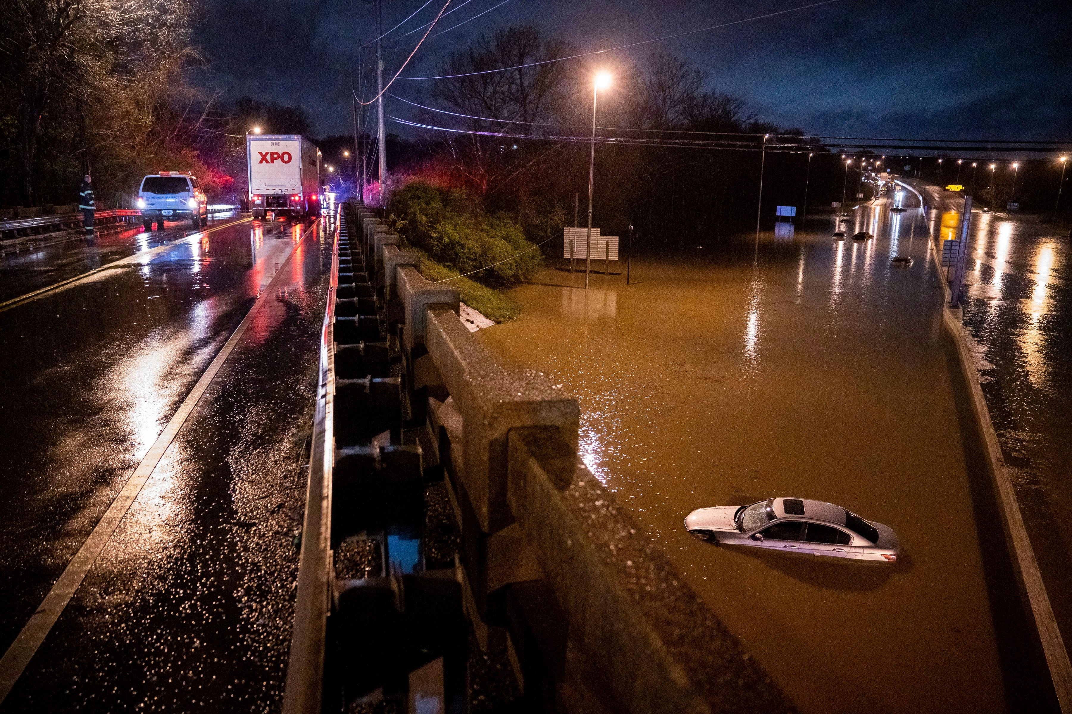 Record rains cause flash flooding in Tennessee; 4 dead 1
