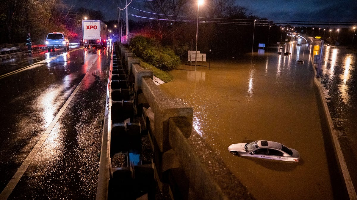 Record rains cause flash flooding in Tennessee; 4 dead 2