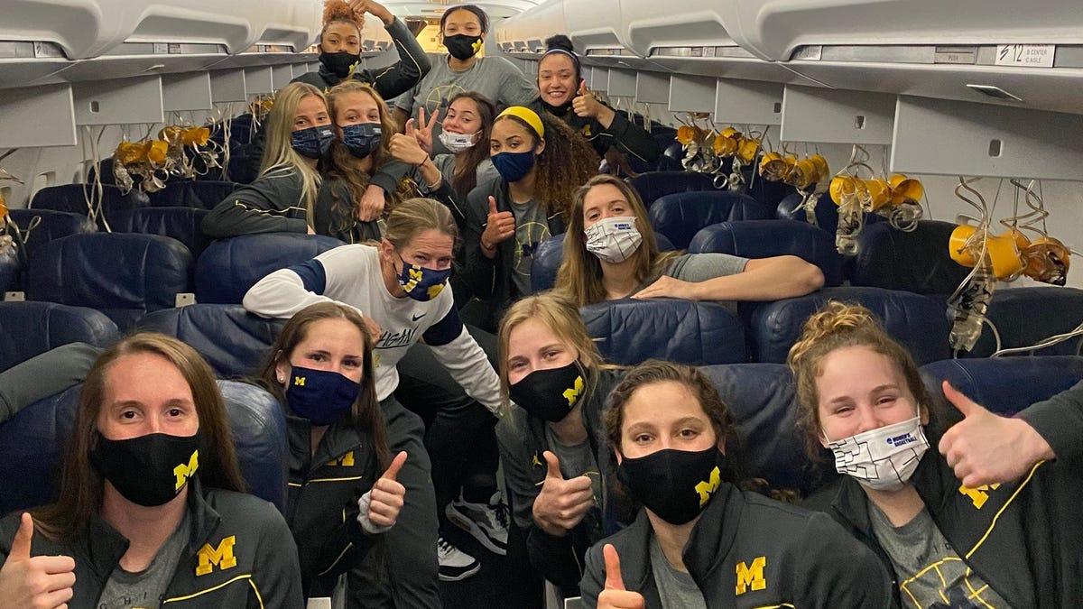 UM women's basketball team makes emergency landing; oxygen masks deployed, everyone OK 1