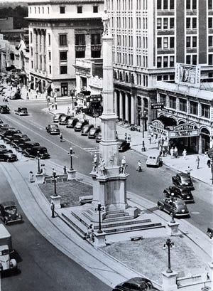 Confederate veterans urged that a memorial be built in the middle of Broad Street and not at an intersection.