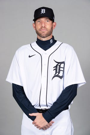 Detroit pitching coach Chris Fetter will be out at the beginning of the season after testing positive for COVID-19.