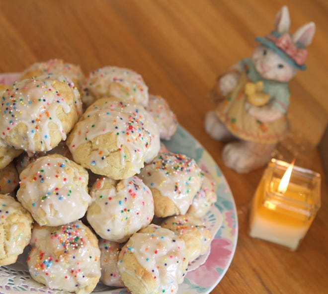 Italian Egg biscuits are an Easter cookie. Two Journal readers shared their recipes.