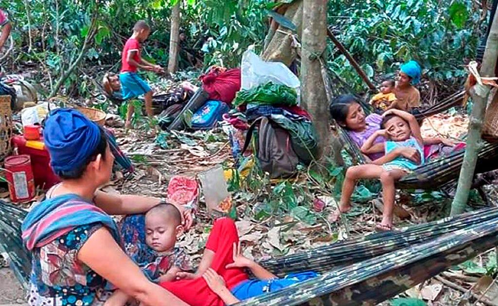 Thousands flee Myanmar airstrikes, complicating crisis 2