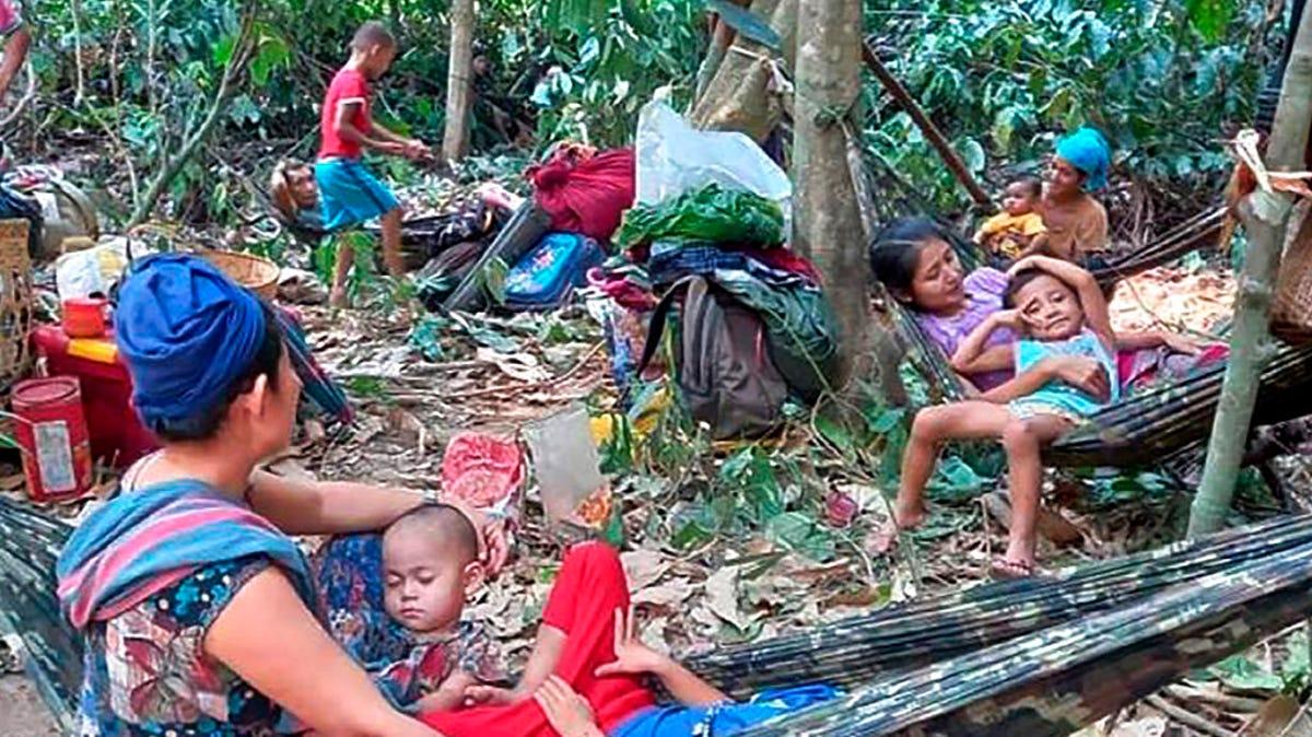Thousands flee Myanmar airstrikes, complicating crisis 3
