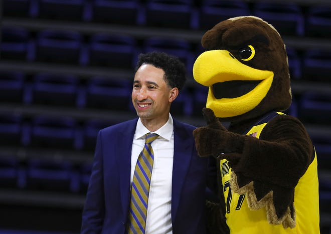 """Shaka Smart poses with """"Iggy"""" the Golden Eagles mascot after the news conference introducing Smart as men'shead basketball coach of Marquette University Monday."""