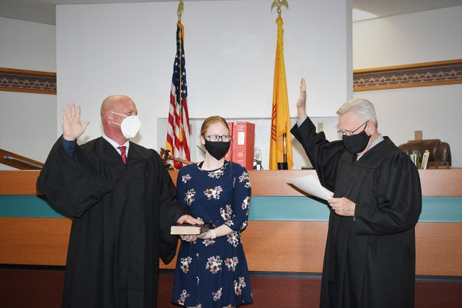 Robert E. Miller, left, is sworn in as a part-time municipal judge by Judge Bill Liese on Monday at the Farmington Municipal Courthouse.