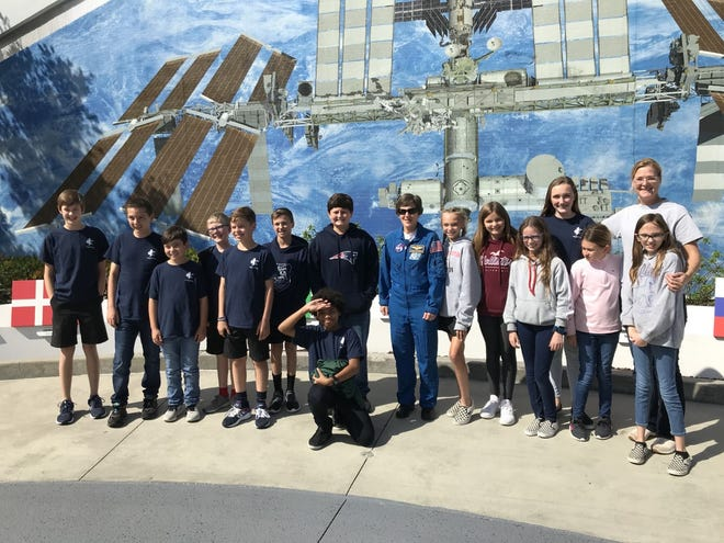 Astronaut Wendy Lawrence, center, poses with sixth-graders from Jupiter Christian School at Kennedy Space Center.  - bab85ac1 388c 4106 83a5 1b48a0267158 Wendy Lawrence - Former Ellwood City woman teaches students about space missions