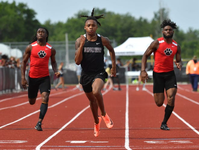 Braden River High senior Josh Thomas, center, finishes the 100-meter dash with a time of 10:52 seconds, ahead of Palmetto High's Jacquez Hughes, left, and Rubin Stamp, right, during the Braden River High School Invitational on Monday.