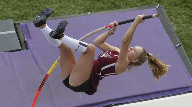 Canal Winchester's Samantha Smith won the pole-vault title at the OCC-Capital meet in 2019 and will compete in sprinting events.