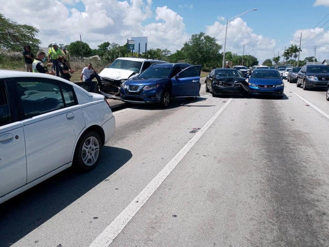 Five vehicle crash on March 30, 2021, shuts down part of Port St. Lucie Boulevard