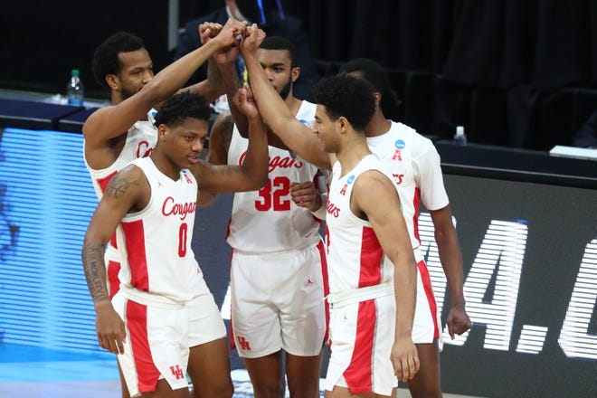 The Houston Cougars huddle during the second half in the Elite Eight of the 2021 NCAA Tournament against the Oregon State Beavers at Lucas Oil Stadium.
