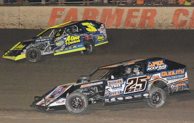 Defending modified track champion Pontiac's Michael Ledford hopes to start the season on a positive note in this weekend's AMS Modified special at the Farmer City Raceway. Ledford can expect many of the top open-wheel drivers, hailing from four states, to be on hand. Peoria's Allen Weisser (25W) will present a formidable foe.