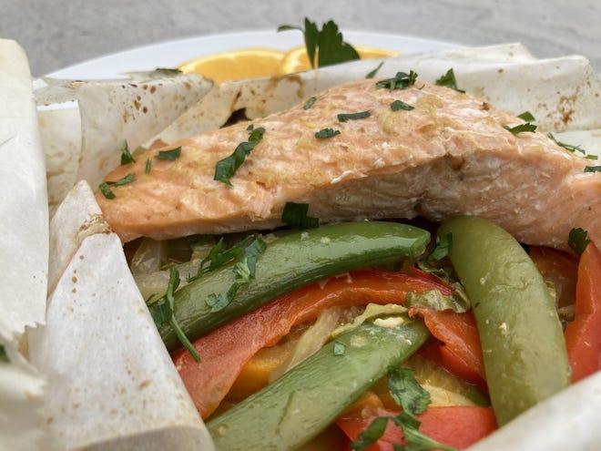 Hoisin-Ginger Salmon en Papillote