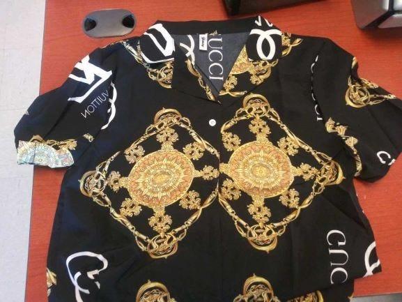 Kemeja Gucci palsu ini juga termasuk di antara barang-barang di bagian pengiriman di Port Huron yang disita di anjungan, kata mereka.