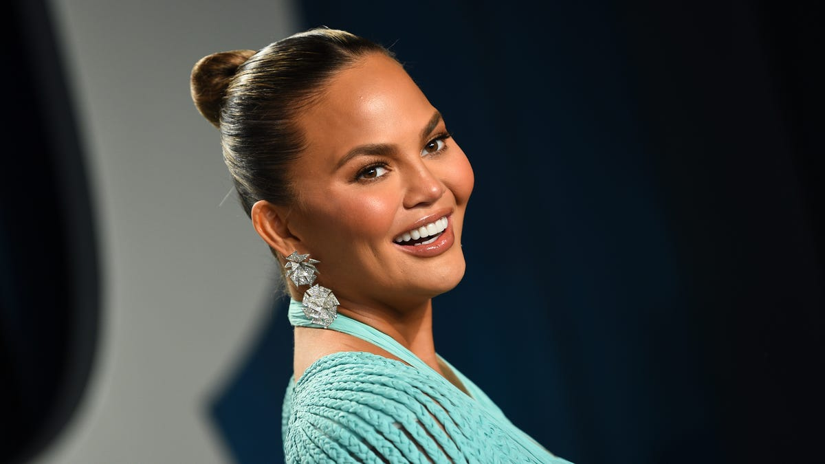 Chrissy Teigen graces cover of People's 'Beautiful Issue' 2