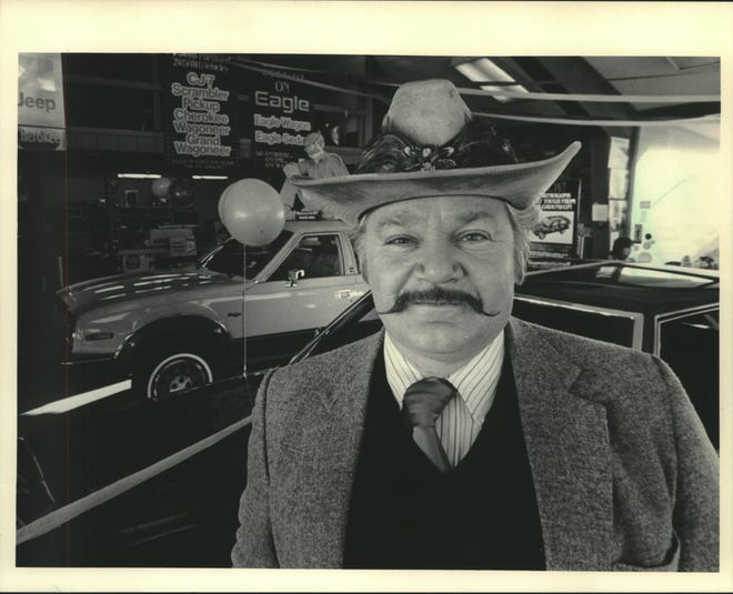 Wayne Houpt at Suburban Motors in Grafton in 1983.