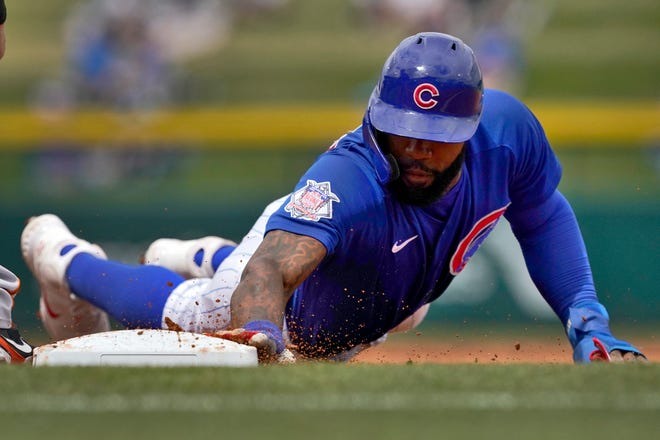 Chicago Cubs outfielder Jason Heyward dives back safely on a pick-off attempt against the San Francisco Giants during the first inning of a spring training game on Friday, March 26, 2021, in Mesa, Ariz.