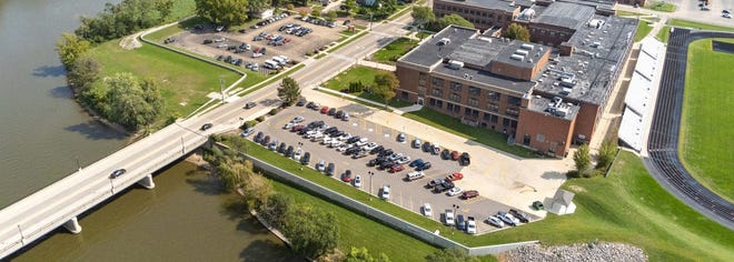 Klingner & Associates, with two Illinois offices, in Quincy and Galesburg, will receive a Merit Award at the 2021 Engineering Excellence Awards for the American Council of Engineering Companies of Illinois. The firm was selected in the Water Resources category for the Ottawa Township High School Floodwall and Levee Modifications in Ottawa.