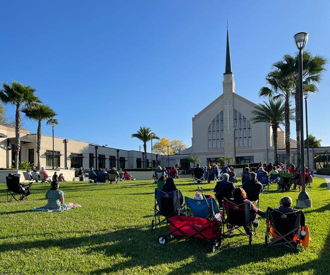 """Congregants gather outside the sanctuary for """"Worship on the Lawn"""" at First United Methodist Church in Lakeland. The church held only a virtual service for Easter last year but will host six in-person services on Sunday, including a 6:30 a.m. gathering on the lawn."""