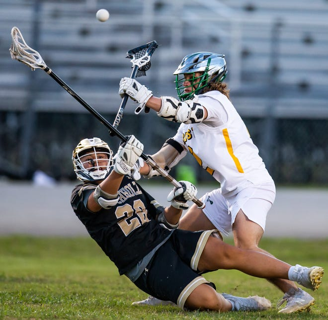Forest's Drew Flagg pressures Buchholz' Sean Su as he shoots in the first half. The Wildcats defeated the Bobcats, 14-6, Wednesday evening.