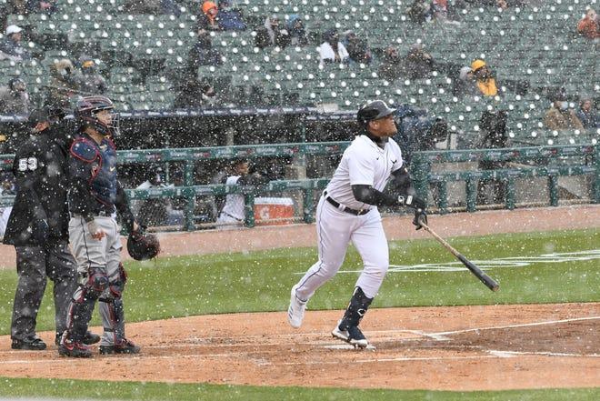 Miguel Cabrera homers di inning pertama Hari Pembukaan di Comerica Park.