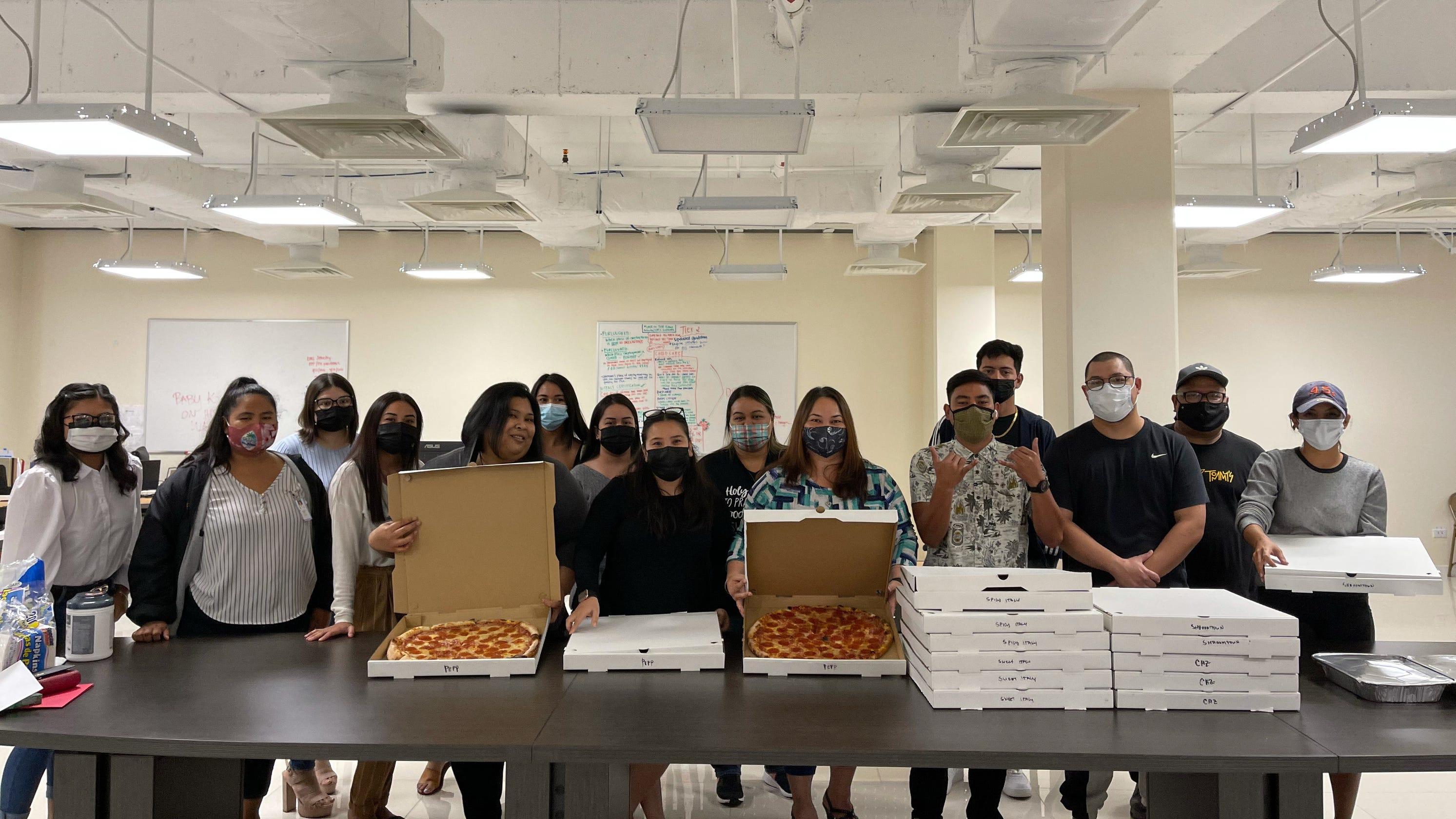 Tommy's Pizza donates lunch to Pandemic Unemployment Assistance center