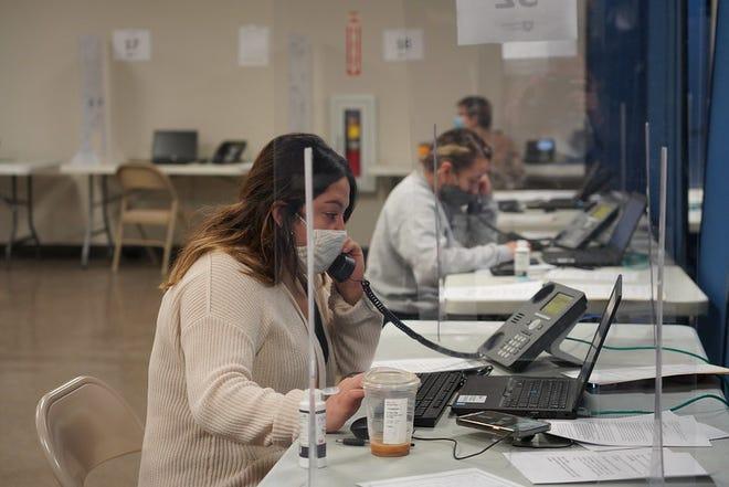 أنشأت وزارة الصحة في مقاطعة ماريون ، بالاشتراك مع العديد من المنظمات اللاتينية في إنديانابوليس ، خطًا ساخنًا للمساعدة في تطعيم الأشخاص الناطقين بالإسبانية في إنديانا.  تلقى أكثر من 70 متطوعًا أكثر من 1000 مكالمة في ذلك اليوم.