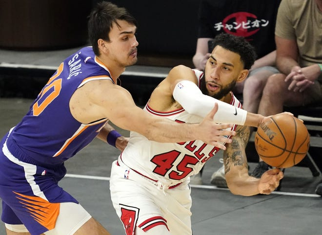 The Cavaliers signed former Chicago Bulls guard Denzel Valentine, right, to a two-year contract. [Rob Schumacher/Arizona Republic]