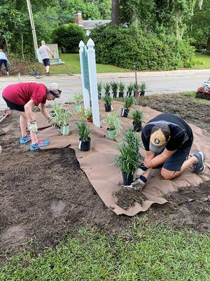 The Brookwood Drive Neighborhood completed a beautification project that included signage and decorative landscaping at the entrance to their neighborhood.