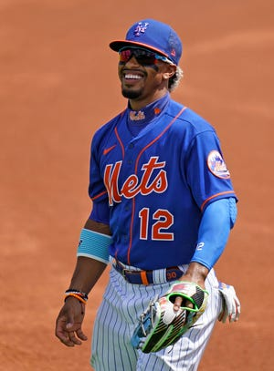 """The New York Mets signed Francisco Lindor to a 10-year contract extension worth $341 million. Said Lindor: """"To the fans of New York, let's go baby! We have 11 years together."""""""