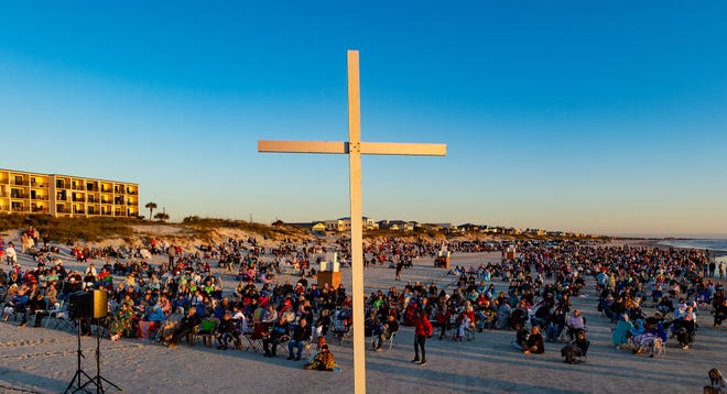 People gather on Crescent Beach for Crescent Beach Baptist Church's annual Easter sunrise service on Sunday, April 21, 2019. More than a thousand people attended the service, which was led by Pastor David Beauchamp. [PETER WILLOTT/THE RECORD]