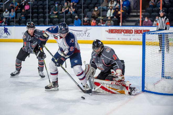 Mavericks goals Matt Greenfield makes one of his 13 saves Friday against the Tulsa Oilers. Greenfield did not allow a goal after he relieved Matt Ginn in the second period of Kansas City's 4-3 win. Closing in behind is the Mavericks' Luke Bafia (7).