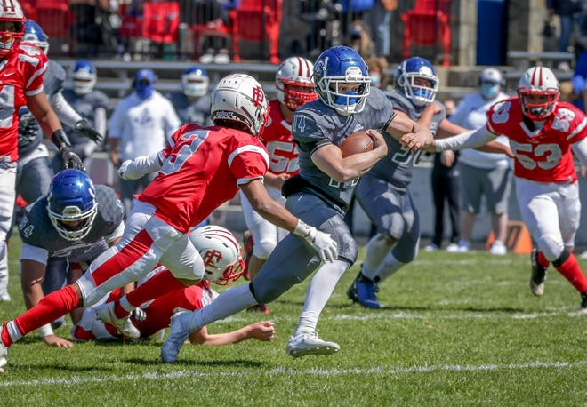 Cumberland running back Davis Matos breaks tackles on his way to first Clippers TD.