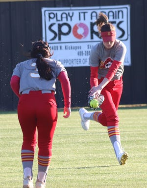 Dale outfielder Anna Hester (right ) makes a running catch as teammate Emilia Idleman (3) looks on during a recent game.
