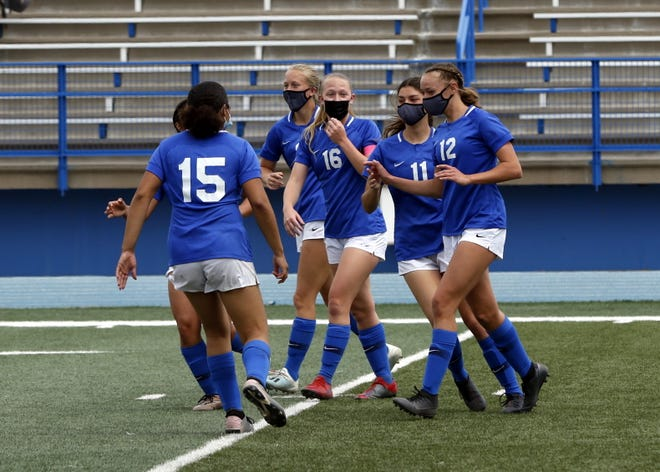 Photo highlights of the Carlsbad Cavemen and Cavegirls soccer teams vs. Hobbs in the season finale on April 3, 2021.