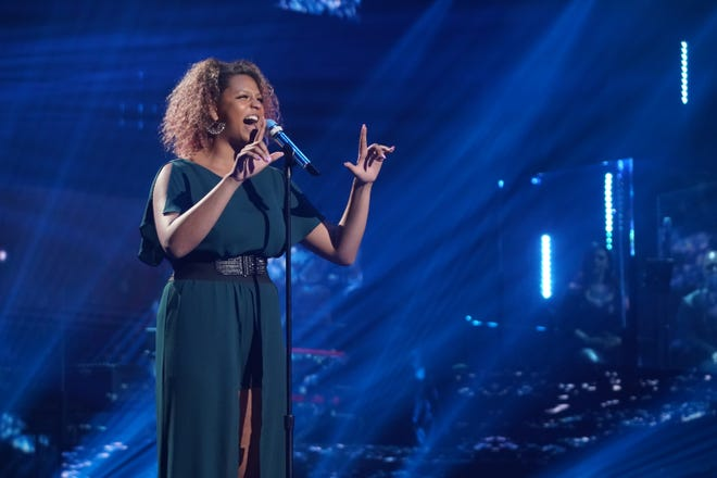"""AMERICAN IDOL – """"410 (All Star Duets and Solos)"""" – Following last week's Showstopper round, """"American Idol"""" continues with the All Star Duet and Solo round, SUNDAY, APRIL 4 (8:00-10:00 p.m. EDT), on ABC. (ABC/Eric McCandless)ALYSSA WRAY"""