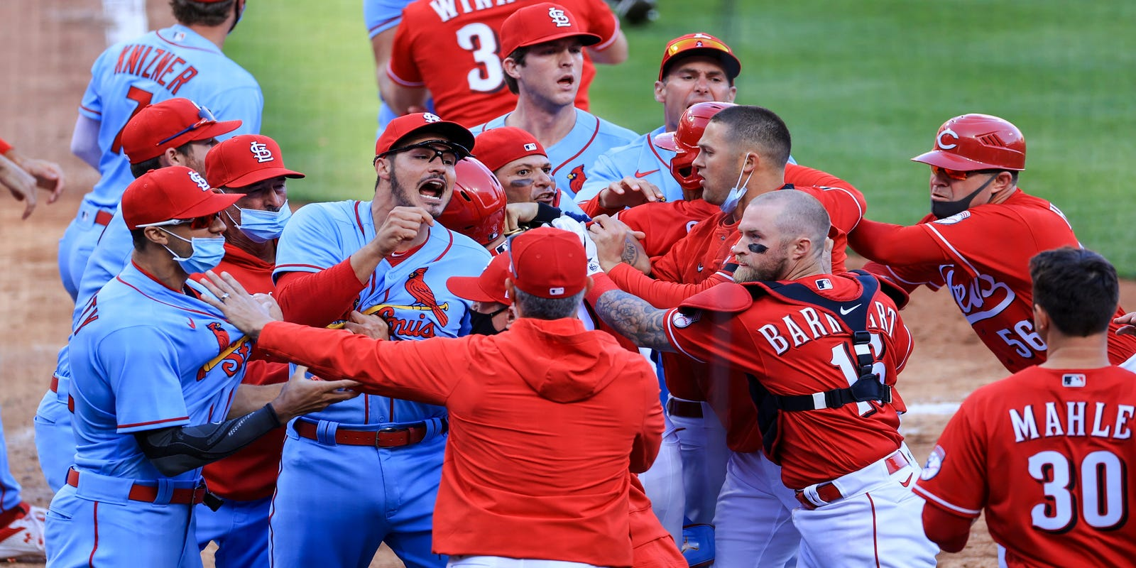 Cardinals-Reds brawl: Benches clear, Nick Castellanos ejected