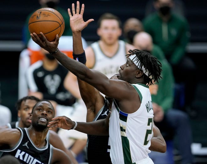 Bucks 129, Kings 128: Jrue Holiday, Brook Lopez help make up for Giannis Antetokounmpo's absence