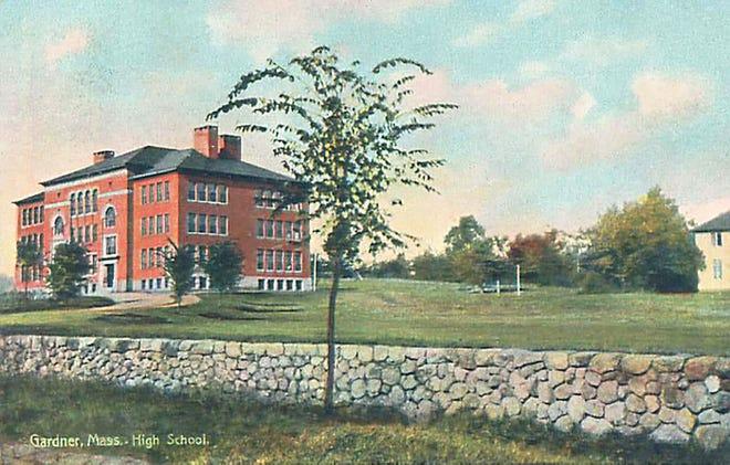 Gardner High School on Elm Street, where it stood beginning in 1898.