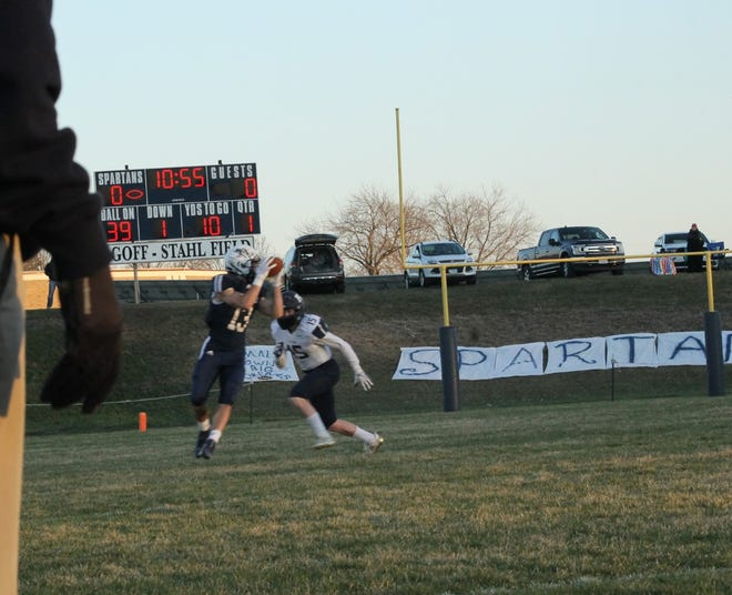 Lucas Kessinger hauls in the Colton Stahl pass for a Ridgewood Spartan first down on the opening drive to go ahead 8-0.