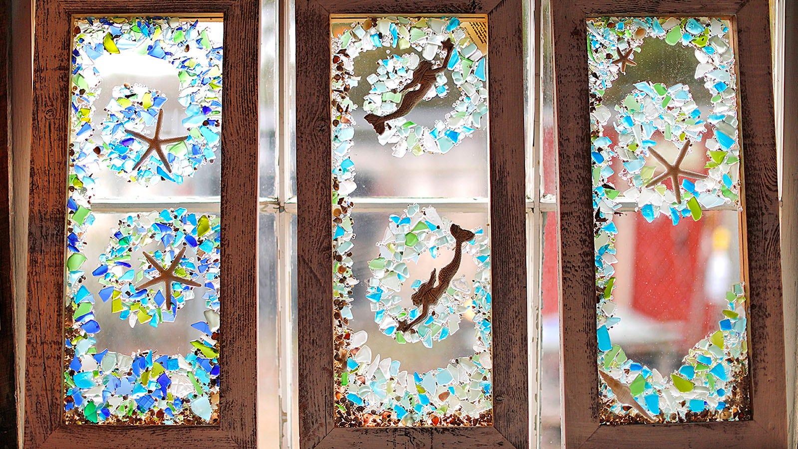 I design sulla spiaggia con finestre in vetro marino sono di Ree Martin di Scituate.